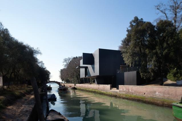 Australian Pavilion, Venice (Italy) by Denton Corker Marshall.