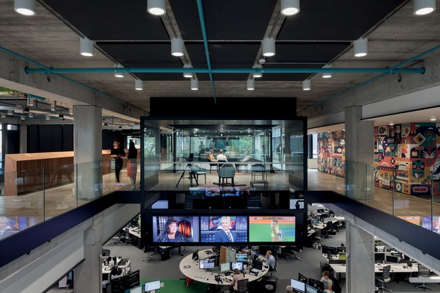 An atrium links the east and west buildings, a space which also provides connectivity to the newsroom through a series of bridges, galleries and voids, without interrupting or compromising operations.