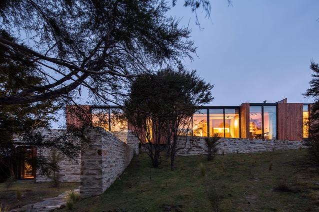 Emerald Bluffs House by RTA Studio.