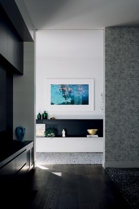 The underwater artwork is <em>Blue bacchanalia</em> by Sydney artist Martine Emdur.