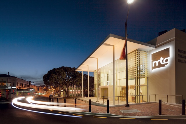 A new contemporary portico at the main entrance reflects the colonnade of Marine Parade's Veronica Sunbay Memorial across the road.