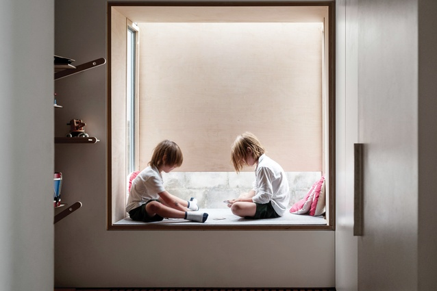 A pop-out bay window in the children's room retains privacy from neighbours, while providing views to the sky and side garden.