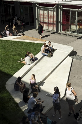"A highlight of the Sir paul Reeves Building environs, with what was formerly ""dead"" space elaborated upon with the introduction of a 'lilypad' of concrete and grass, which provides ample seating for those waiting for lectures."