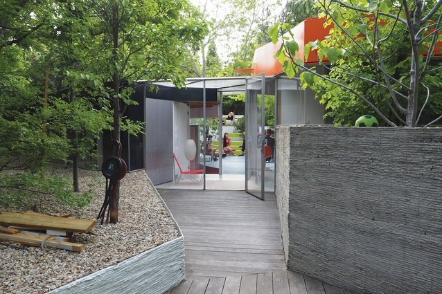 The entryway of the Silicon House slices through the private and public zones of the home, coloured blue and red respectively.