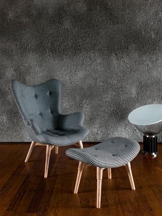 R160 Contour armchair with S200 contour ottoman.
