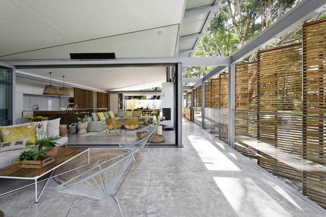 Room for reflection avoca beach house architectureau for Beach house designs melbourne