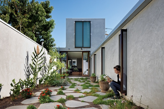 Courtyard house architectureau for Homes with enclosed courtyards