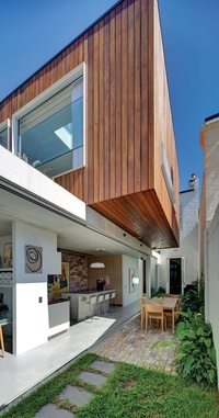 Long courtyard house architectureau for Space 120 architects