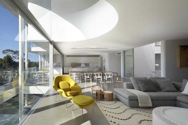 Balmoral Residence by Popov Bass Architects.