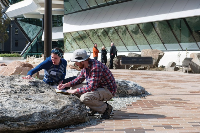 The garden provides a direct method for learning about geology, physical geography and atmospheric sciences.