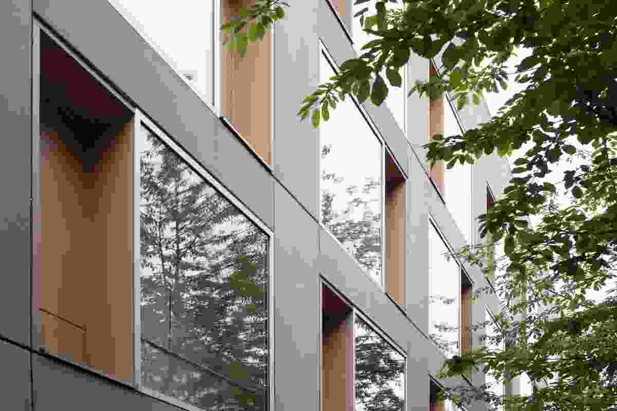 Street view of Ze05 Baugruppe housing project by Zanderroth Architeken.