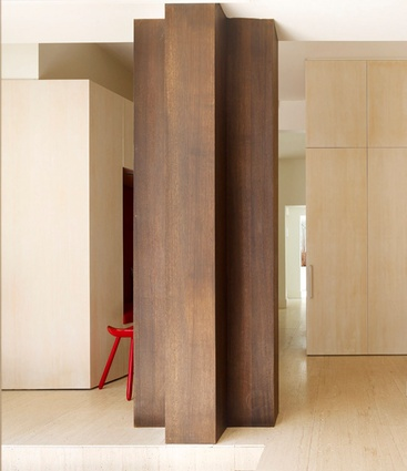 A cruciform wood column in the Stockbroker Tudor House by Kennedy Nolan Architects.