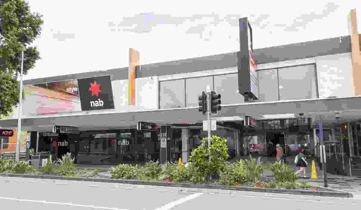 The existing frontage of the Valley Metro Shopping Centre.