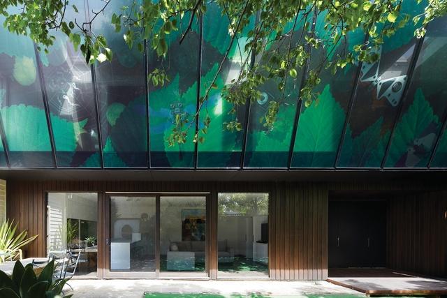 First House: Green Screen