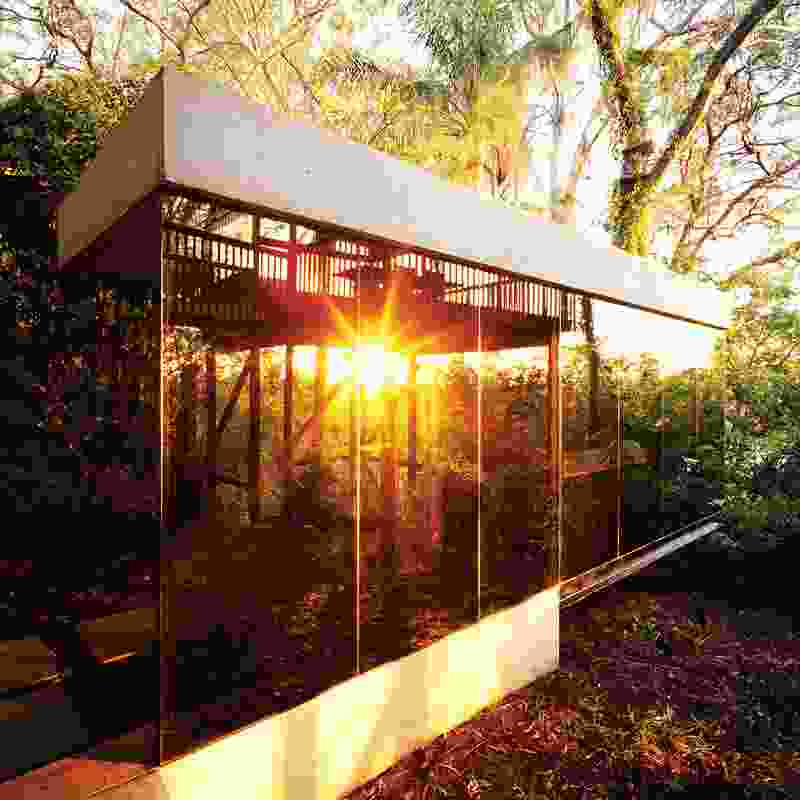 Armstrong house 2002. The mirrored surface of the detached extension emphasizes the clients' love of the green landscape.
