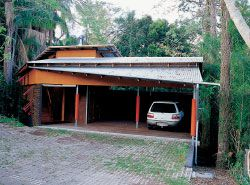 The Taringa House. South elevation to the driveway.