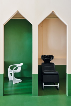 Two main colours, peach and forest green, clarify the visual reading of positive and negative space.