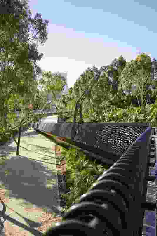Tanderrum Bridge designed by John Wardle Architects and NADAAA provides a direct and uninterrupted pedestrian link to Melbourne Park.