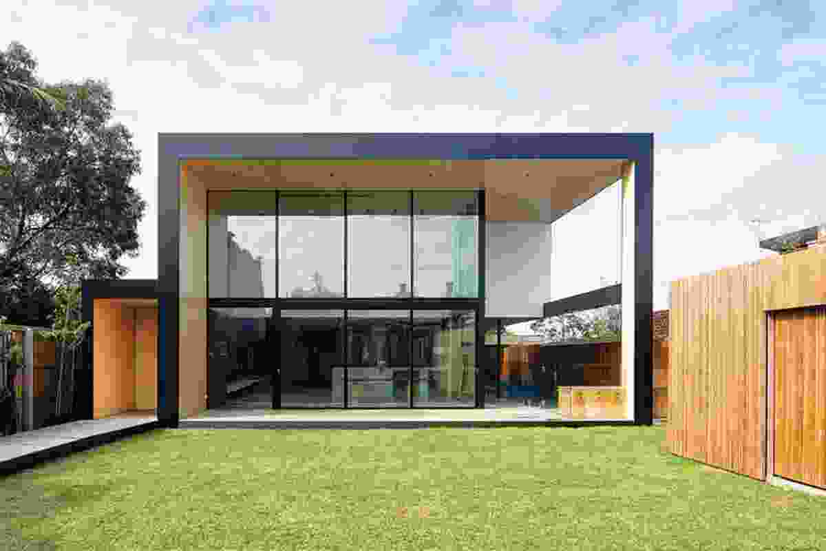 Clifton Hill House (2013): The House relies on a courtyard for porosity and direct light.