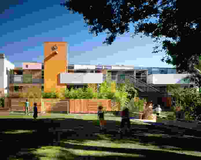 Architecture empowers students and promotes implicit learning at Pluralistic School #1, a primary school in Santa Monica, California (1999).