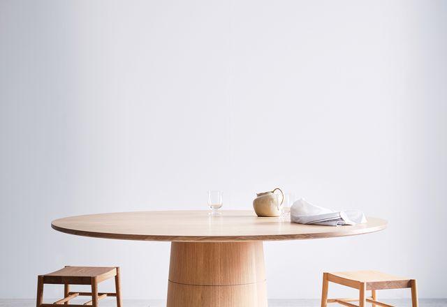 罗丹餐桌通过坚实的基础,冠军冠军。