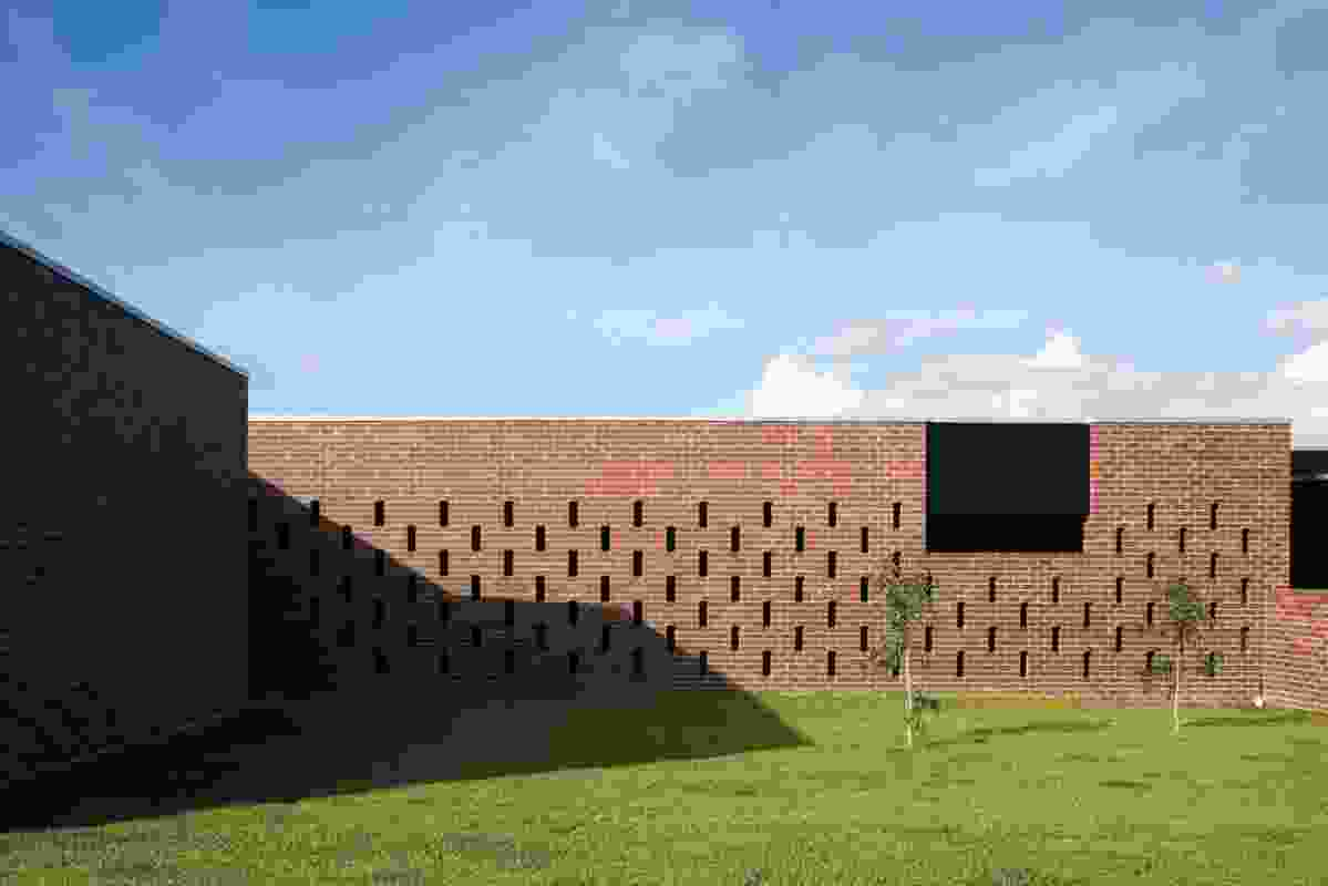 At Hervey Bay Farmhouse, by Owen and Vokes and Peters, place-making is performed by a series of brick enclosures that both define limits of occupied space and manipulate the terrain.