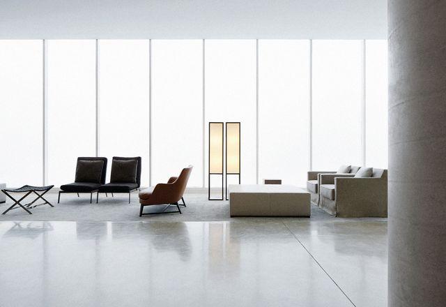酒店大堂以白色玻璃盒子的形式呈现,位于一层。在内部,玻璃幕墙从实用的停车场包围了大堂空间。