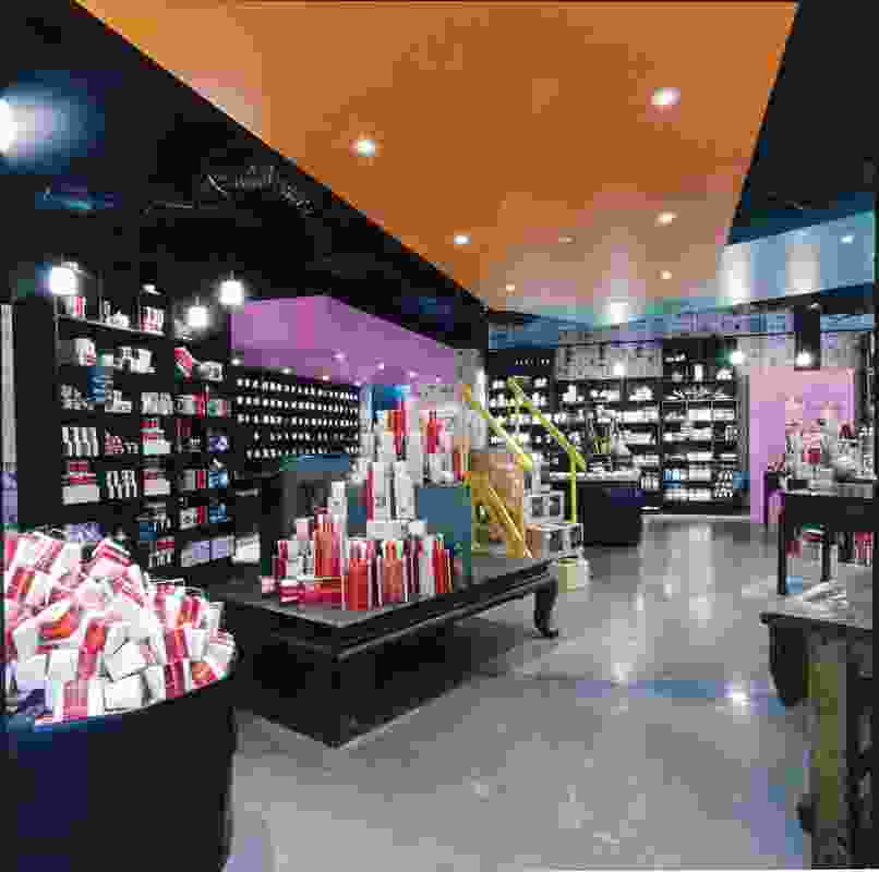 The T2 store in Chadstone – the T2 stores aim to offer a sensory experience to the customers through evocative interiors.