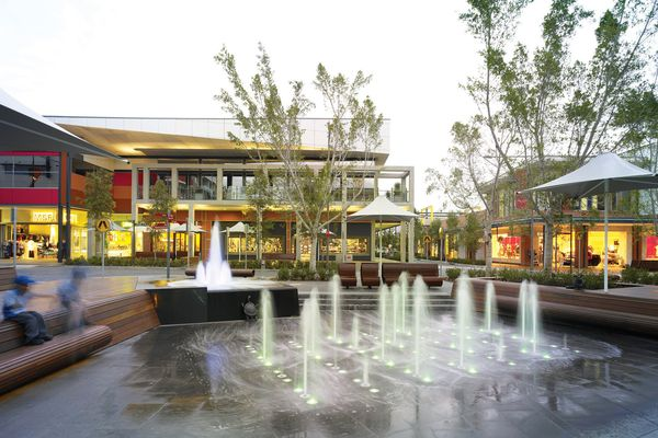 The water fountain at Rouse Hill's town square.