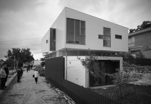 Beach Road house by David Barr Architect in association with Ross Brewin Architecture + Urbanism.