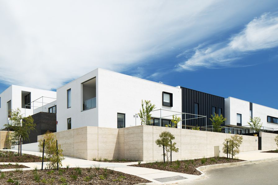 The streetscape of stage 1 at Knutsford, designed by Spaceagency, is free of driveways, with access at the rear.