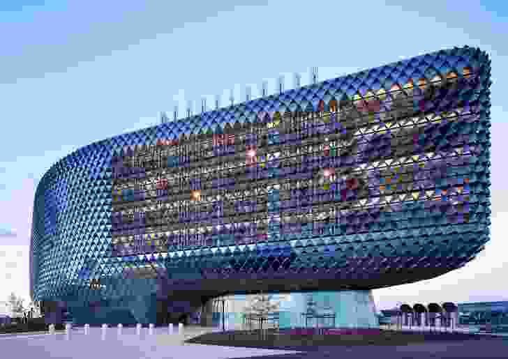 The South Australian Health and Medical Research Institute by Woods Bagot is co-located with the new Royal Adelaide Hospital.