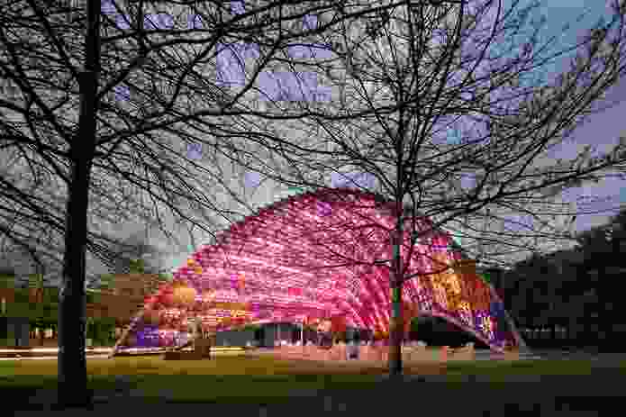 The design of the pavilion references the nearby Sidney Myer Music Bowl, designed in 1956 by Yuncken Freeman Brothers, Griffiths and Simpson.