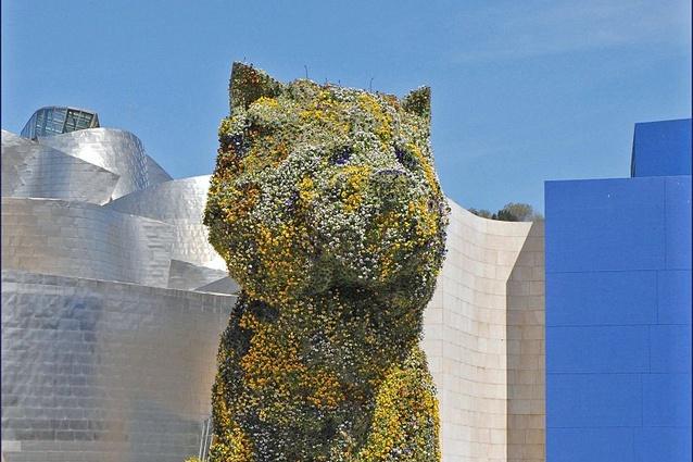 <i>Puppy</i> (1992) by Jeff Koons