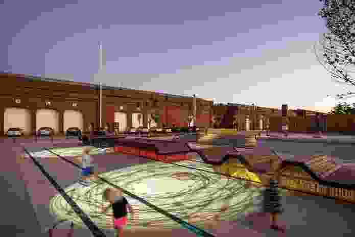 In the evening, colourful light projections animate the ground plane, providing Railway Square with a sense of dynamism.