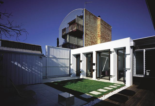 Kelso House 2005. The rear of the house is articulated by a series of white, punctuated fins.