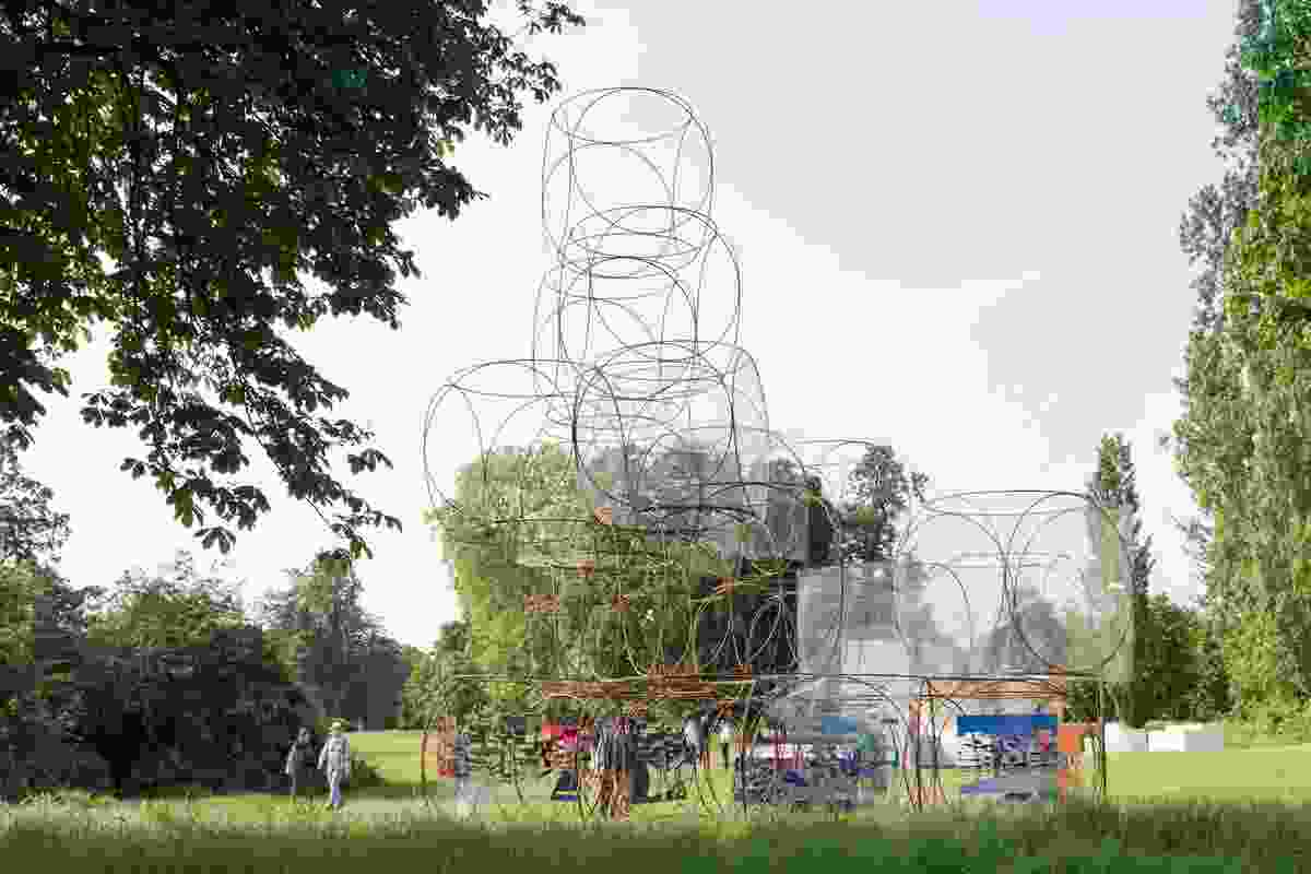 The Serpentine Summer House 2016 designed by Yona Friedman is a 'space-chain' structure that constitutes a fragment of a larger grid structure.