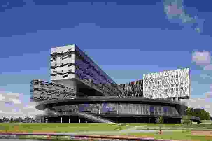 Moscow School of Management, SKOLKOVO, is a large teaching and research institution on the outskirts of Moscow. The design features a 150m-wide, two-storeyed disc that floats above the site.