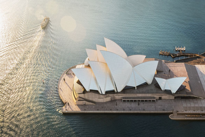 Sydney Opera House by Jørn Utzon.