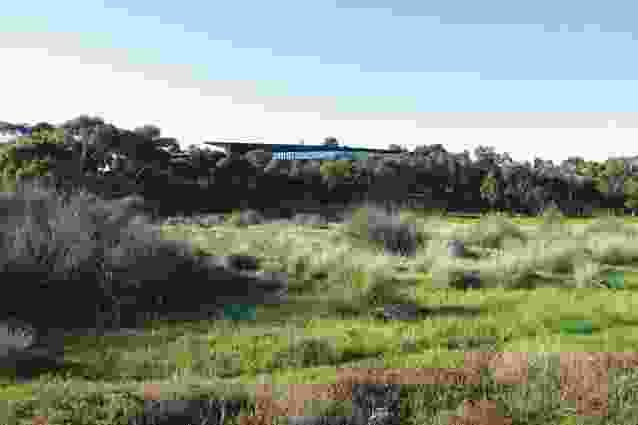 House at Lake Connewarre (2002).