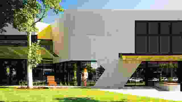 Bendigo Library Redevelopment的新北部立面,该项目重振了维多利亚州市现有图书馆,于1982-84由Robinson Loo Wyss&Schneider建于1982-84。