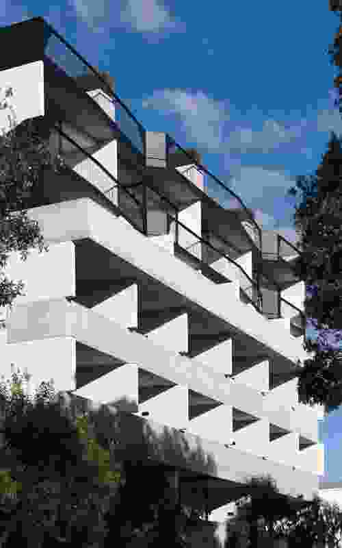When viewed from the street, the concrete balustrades reveal very little about the details of the apartments.