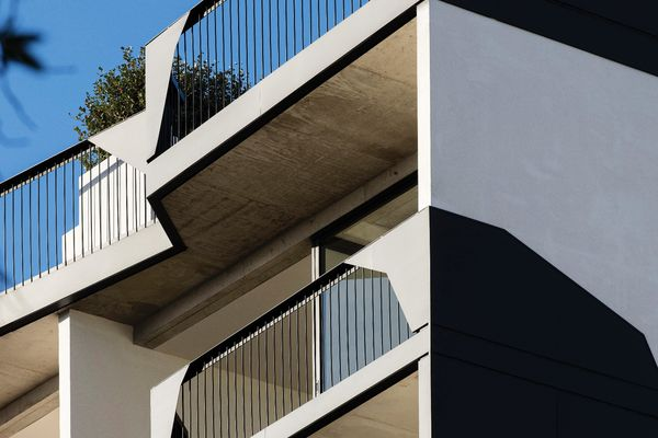 The solid off-form concrete and lightweight angular balustrades of 41 Birmingham create a striking impression from the street.