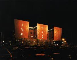 Oblique evening view of the east facade.