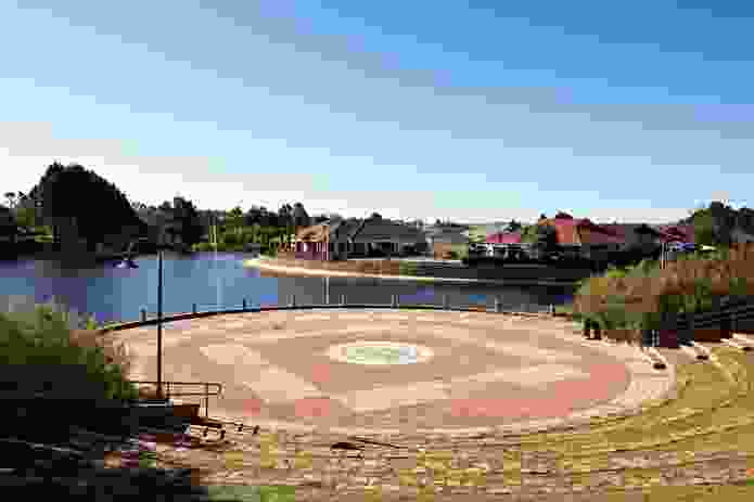 Woodlake is Ellenbrook's first village. The amphitheatre was designed by Peter Carla.