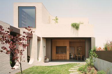 Ruckers Hill House的居住空间位于雕塑感十足的后方,它以物质形式体现了家庭习俗。