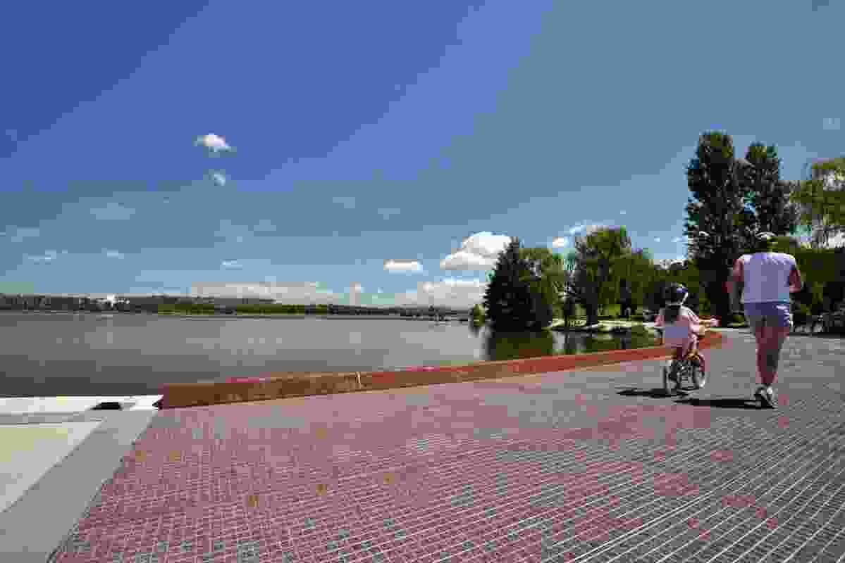 The R G Menzies Walk by Oxigen landscape architects traces the shoreline of Lake Burley Griffin.