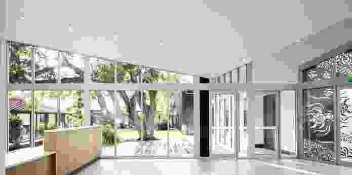 In Kaunitz Yeung's Biripi Aboriginal Medical Centre in Taree, NSW (2017), a modest built addition to an existing 970s clinic is planned around a courtyard waiting area.