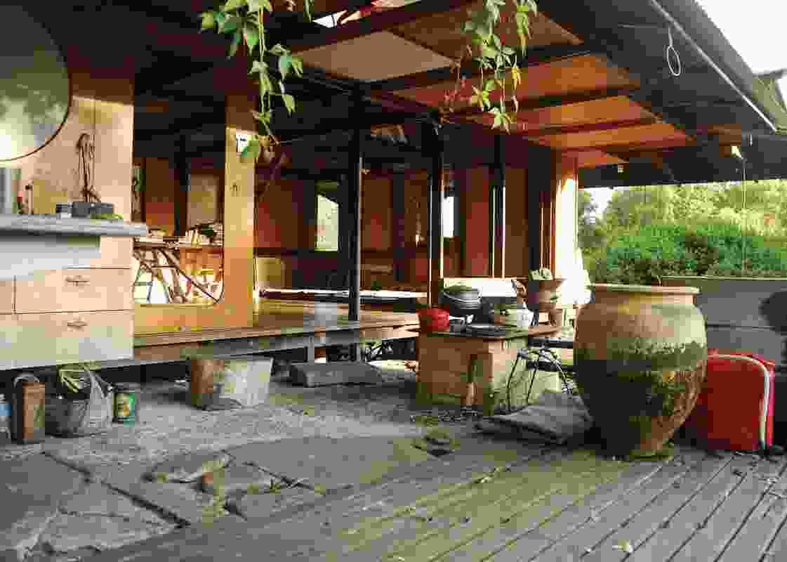 Leplastrier/Lambert house, 1994, by Rick Leplastrier. Exemplifies the possibilities of verandah living in Australia.