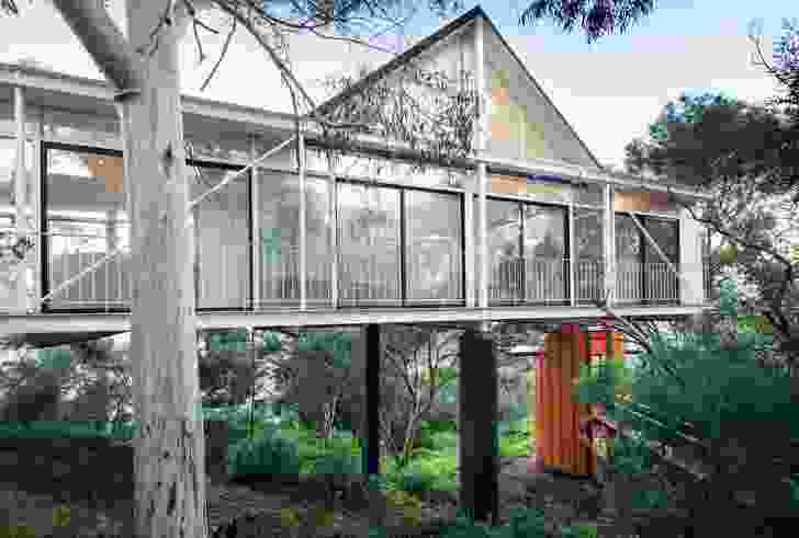 The 1989 Pritchard House was the architect's first investigation of the bridge typology.